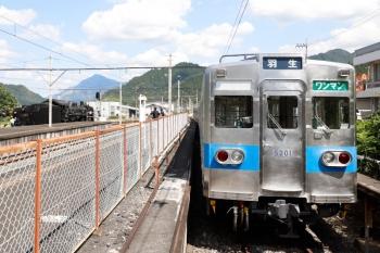 2021年7月25日 13時44分頃。三峰口。本線・羽生方に出たC58-363は、そこから駅構内へ戻って3番ホームの客車へ連結されます。