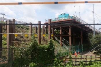 2021年7月31日。武蔵藤沢〜稲荷山公園駅間。国道463号線の跨線橋の工事現場。
