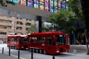 2021年7月31日 12時22分頃。池袋。Hareza池袋バス停に並んだIKEBUSの2系統。