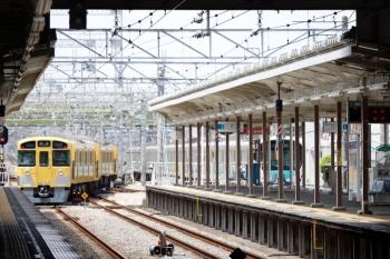 2021年8月1日 11時57分頃。小手指。3番ホームから2089F+2461Fの下り回送列車が入庫し、1番ホームへ38105Fの上り回送列車が出庫しました。