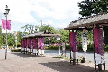 2021年8月7日。稲荷山公園駅前のバス乗り場。