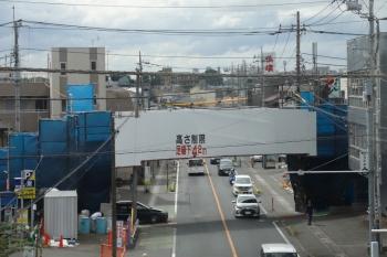 2021年8月7日朝。所沢〜西所沢駅間。県道4号線の覆われた歩道橋。
