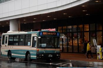 2021年8月15日 10時40分頃。所沢駅 西口前。西武バスの、西武園ゆうえんちゆき「無料シャトルバス」。