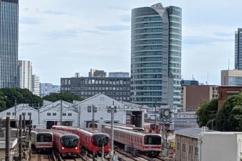 2021年8月22日 13時26分頃。茗荷谷〜後楽園駅間。小石川車両基地と横を通る02系・2000系。