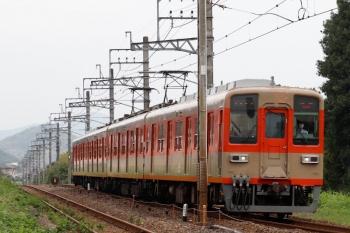 2021年8月29日 7時16分頃。越生〜武州唐沢。上の写真でおでこだけ見えていた東武8000系ツートンカラー塗装編成が坂戸へ戻ります。。