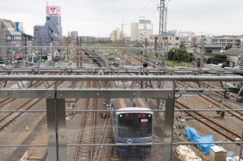 2021年8月29日 16時5分頃。所沢。3番ホームを通過するY513Fの上り回送列車。