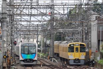 2021年9月4日 11時48分頃。西所沢。6140レで1番ホーム到着後に引き上げ線へ入ったはずの2465F+2091F(右)と、40152Fの上り回送列車。