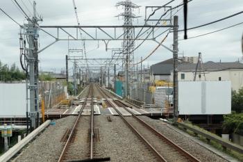 2021年9月5日。武蔵藤沢〜稲荷山公園駅間。上り列車から見た不老川の工事現場。