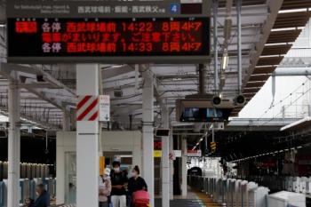 2021年9月5日 14時14分頃。所沢。下り方から4番ホームへ到着する20158Fの上り回送列車。