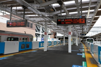 2021年9月5日 14時34分頃。所沢。右が、4番ホームから発車した38114Fの臨時各停 西武球場前ゆき。