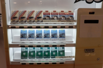2021年9月5日 15時半頃。所沢。南口改札内の「CHBACCO」の自動販売機。