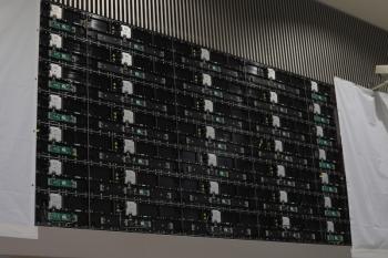 2021年9月8日 朝。池袋。西武のホーム根元の巨大デジタルサイネージ跡。