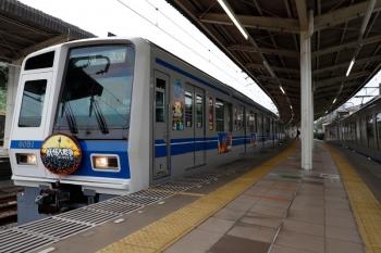 2021年9月12日。入間市。6151F(妖怪)の32M運用・上り回送列車(左)と、先発した001系の24レ。