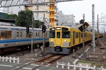 2021年9月13日 6時1分頃。上石神井。到着する2061F+2411Fの上り回送列車。左は20107Fの4601レ。