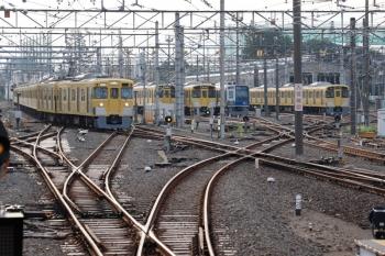 2021年9月13日 6時24分頃。上石神井。中線から1番ホームへ向かう2411F+2061Fの回送列車。