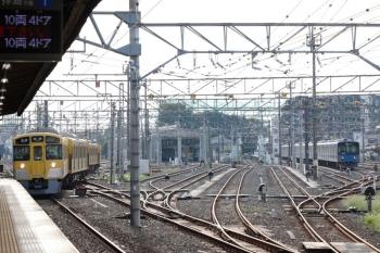 2021年9月13日 7時19分頃。上石神井。電留線から1番ホームへ入る2095F+2405F。電留線で左端にいた編成。