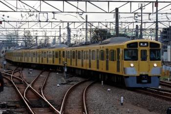 2021年9月16日 6時24分頃。上石神井。引き上げ線から下り1番ホームへ入る2459F+2511F+2517Fの回送列車。