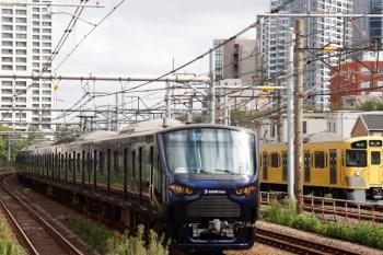2021年9月16日 9時3分頃。新大久保(西武新宿〜高田馬場)。相鉄12004Fの4977K(左)と2051F+2541Fの4310レ。