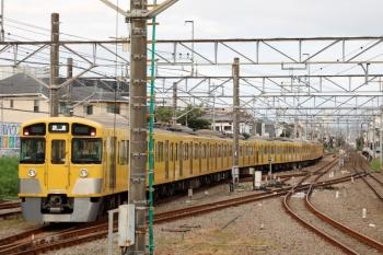 2021年9月16日 5時45分頃。田無。2・3番ホームから発車した2095F+2405Fの下り回送列車。