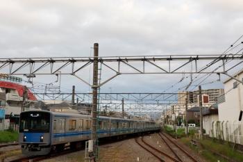 2021年9月16日 5時54分頃。田無。2・3番ホームへ到着する20103Fの上り回送列車。