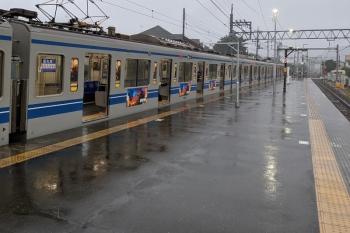 2021年9月18日。元加治。小雨の元加治駅に6151Fの4144レが停車中。
