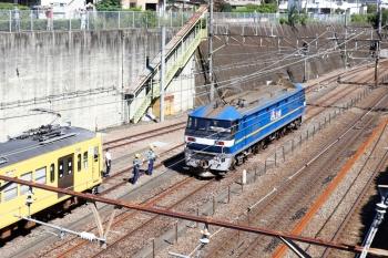 2021年9月19日 10時26分頃。新秋津。出発信号機が進行現示に変わり発車するEF210-326。西武の職員さんたちがお見送りしてました。