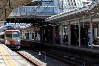 2021年9月19日 12時25分頃。清瀬。2番ホームで折り返す1247Fの回送列車。