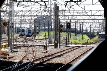 2021年9月19日 11時39分頃。所沢。左奥から、4009Fの下り列車、6117Fの2132レ、10111Fの163レ。