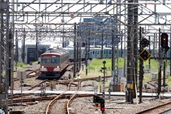2021年9月19日 12時15分頃。所沢。3番ホームへ進む1247Fの上り回送列車。
