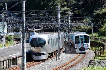 2021年9月20日 11時46分頃。吾野。4009Fの上り回送列車(右)の横を通過する001-D編成の24レ。