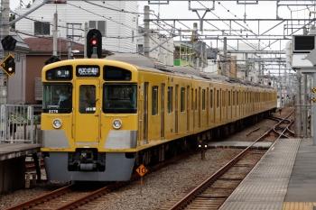 2021年9月25日。東長崎。2075Fの西武球場前ゆき5713レ。最後尾車両のスカートの左に「24000」の杭があります。