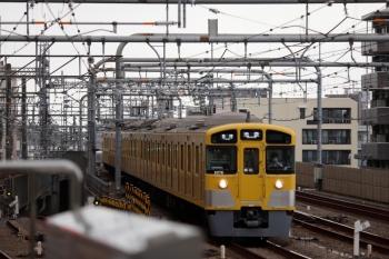 2021年9月25日 12時2分頃。練馬。3番ホームへ到着する2075Fの5104レ。5104レの後ろにちらりと見える銀色の物体が001-C編成の上り回送列車です。5104レの後ろにちらりと見える銀色の物体が001-C編成の上り回送列車です。