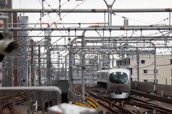 2021年9月25日 12時5分頃。練馬。5104レがいなくなった3番ホームへ到着する001-C編成の上り回送列車。