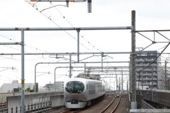 2021年9月25日 12時8分頃。練馬。3番ホームから発車した001-C編成の上り回送列車。