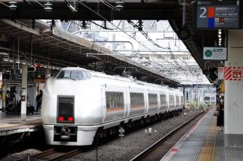 2021年9月28日 9時35分頃。池袋。3番ホームへ到着した北行の651系の回送列車。奥に埼京線の東京臨海高速鉄道70-000形のお顔が見えてます。