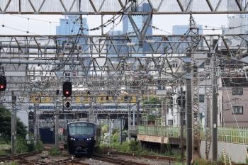 2021年9月28日 9時37分頃。池袋。相鉄12102ほか10連の4973K。背後に西武池袋線のN2000系2+8連の上り列車が見えてます。