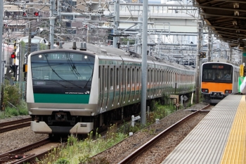 2021年9月28日 9時1分頃。北池袋。通過した50001他の準急 池袋ゆき(右奥)と埼京線のE233系。
