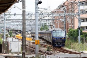 2021年9月28日 9時15分頃。北池袋。東上線の上り普通列車が停車中に、JR埼京線を相鉄12004Fの下り回送列車がやって来て板橋駅の電留線に入りました。