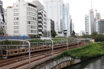 2021年9月28日 11時40分頃。御茶ノ水〜水道橋駅間。E209系1000番台の中央快速 下り列車も見られました。