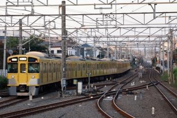 2021年9月28日 5時45分頃。田無。2・3番ホームから発車した2061F+2409Fの下り回送列車。