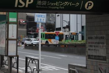 2021年9月29日 6時半頃。池袋駅東口。奥に系統番号のない「池袋駅東口」ゆき都バスが見えてます。