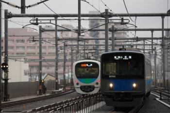 2021年10月1日 8時41分頃。石神井公園。38105F+32106Fの2512レは3番ホームへ到着し、12レに追い抜かれてから発車。