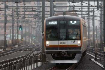 2021年10月1日。石神井公園。8両編成のメトロ10001Fが走る6705レ。