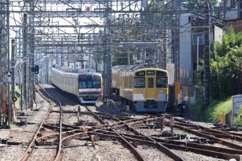 2021年10月2日。西所沢。引き上げ線に入った2461F+2069F(右)とメトロ10036Fの1805レ。池袋線の下り列車は5分ほど遅れてました。