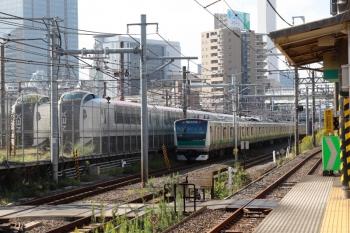2021年10月8日 9時6分頃。池袋〜板橋。埼京線の上り列車(上の写真の列車です)と、車庫に止まるN'EX用のE259系2本。