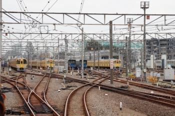 2021年10月8日 6時17分頃。上石神井。左の引き上げ線にいるのが2453F+2061Fの回送列車。