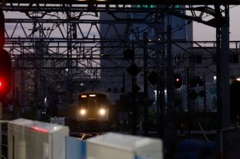 2021年10月8日 17時10分頃。所沢。西武新宿方から池袋線4番ホームへ到着する2503F+2541Fの西武球場前ゆき急行 8093レ。