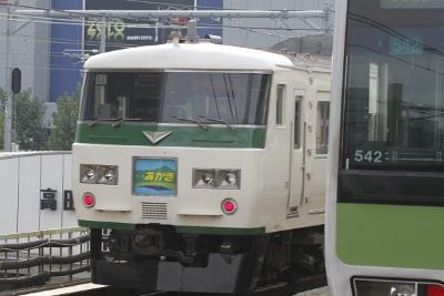 2011年10月30日、高田馬場、特急あかぎ8号の185系。